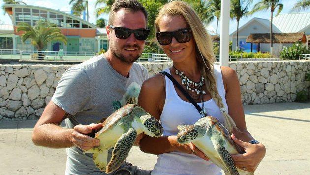Bývalý brankář Slavie Robert Slipčenko je hokejbalovým mistrem na Kajmanských ostrovech. On i jeho žena si život v exotickém prostředí pochvalují.