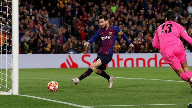 Lionel Messi pobírá v Barceloně za rok pětkrát víc než všichni hráči Eibaru dohromady.