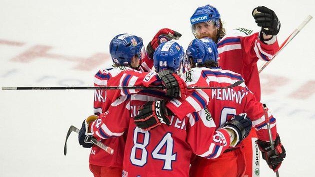 Hokejisté české reprezentace (zleva): Roman Červenka, Tomáš Kundrátek, Jakub Voráček a Michal Kempný oslavují gól na 7:4 proti Švédsku.
