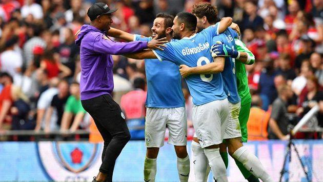 Fotbalisté Manchesteru City se radují ze zisku anglického Superpoháru (ilustrační foto)