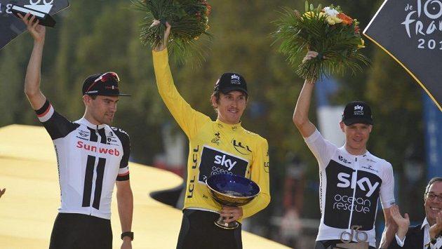 Geraint Thomas (uprostřed) při vyhlašování nejlepších při Tour de France.