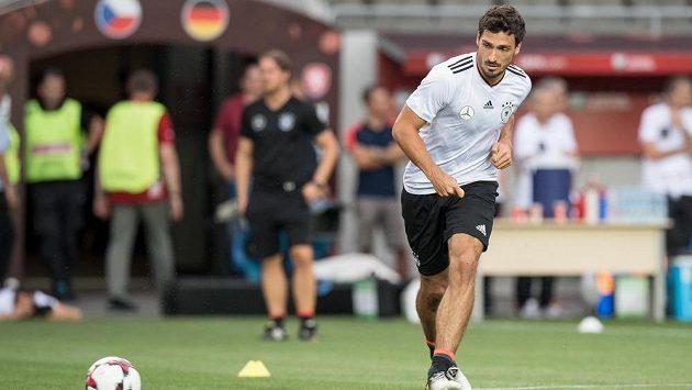 Německý obránce Mats Hummels během tréninku před utkáním kvalifikace MS 2018 s Českou republikou. To byl ještě v kádru německé reprezentace.