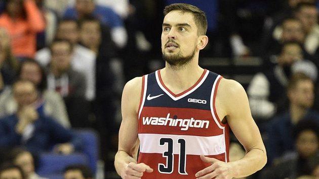 Český basketbalista Tomáš Satoranský z Washingtonu v utkání NBA v Londýně (ilustrační foto).