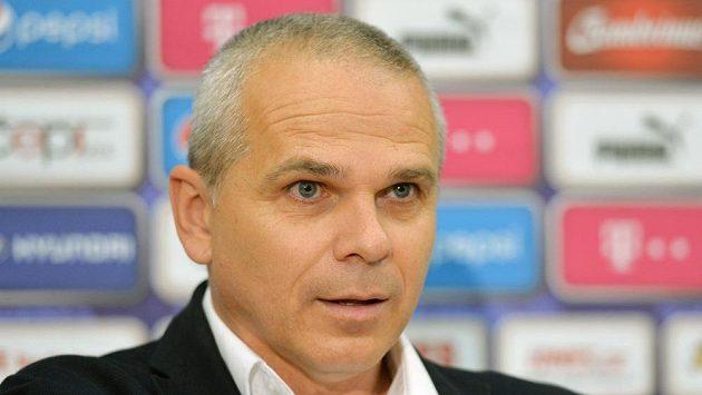 Trenér fotbalové reprezentace do 21 let Vítězslav Lavička oznamuje nominaci před říjnovým zápasem kvalifikace ME proti Černé Hoře.