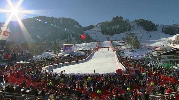 Závod Světového poháru v Kitzbühelu poutá každoročně ohromnou pozornost příznivců sjezdového lyžování.