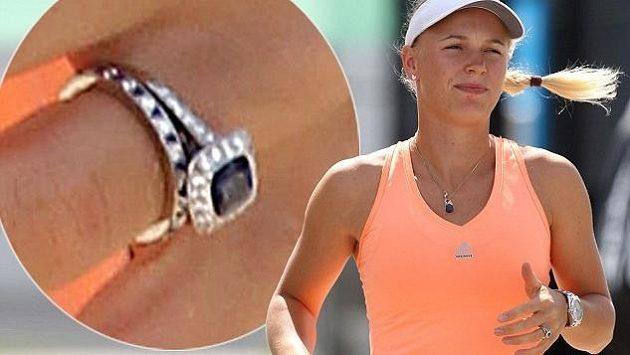 Caroline Wozniacká s novým prstenem.
