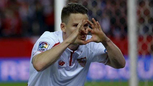 Útočník Sevilly Kevin Gameiro slaví gól proti Celtě Vigo v úvodním semifinále Španělského poháru.