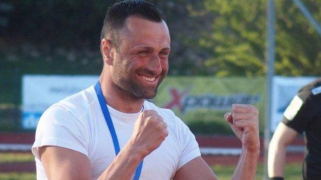 David Oulehla slaví vítězství svého týmu