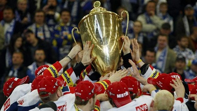 Úřadující mistr bez play-off? Podle hokejových expertů se to nestane, přestože Pardubice nyní alespoň na předkolo ztrácejí pět bodů.