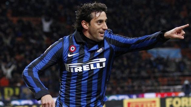 Diego Milito, argentinský útočník Interu Milán, slaví své trefy v duelu s Parmou.
