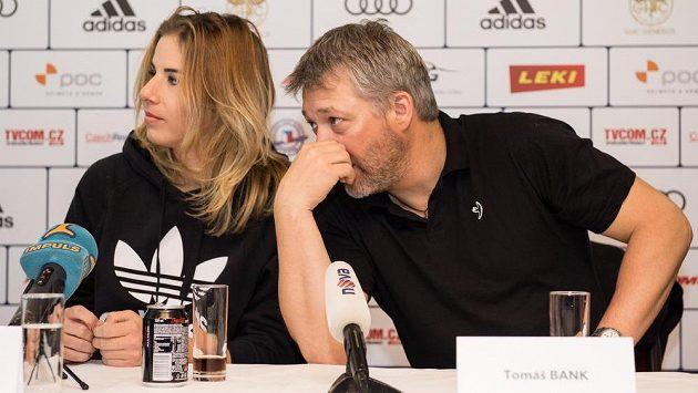Ester Ledecká a její lyžařský trenér Tomáš Bank.