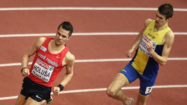 Běžec Jakub Holuša (vpředu) během halového mistrovství Evropy v atletice.