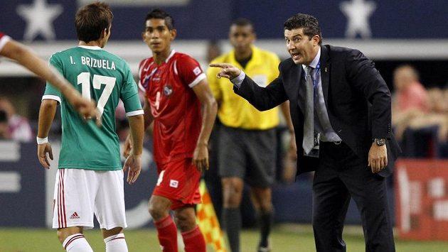 Trenér Jose Manuel De La Torre (vpravo) zůstává u reprezentace Mexika.