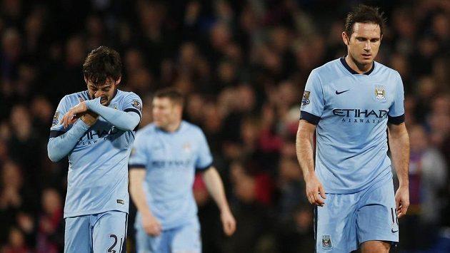 Zklamaní fotbalisté Manchesteru City Frank Lampard a David Silva (vlevo) po prohře s Crystal Palace.