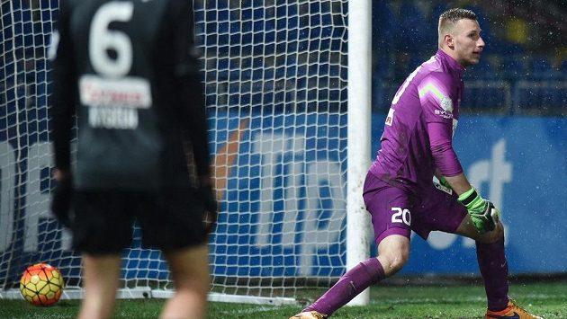 Jablonecký gólman Michal Bárta inkasuje první gól v zápase proti Liberci.