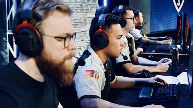 Členové esportového týmu americké armády se zůčastní turnaje ve hře CS: GO.