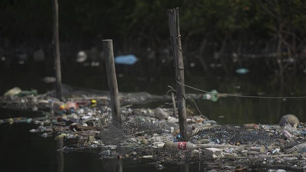 Koupaliště k pohledání. V zátoce Guanabara se objevily i bakterie vyskytující se v nemocničním odpadu.