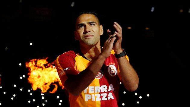 Galatasaray představil novou posilu Falcaa.