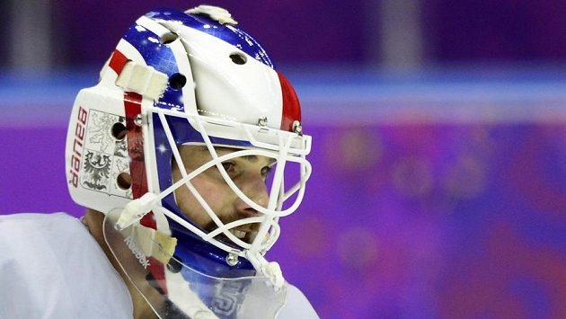 Brankář hokejové reprezentace Alexandr Salák a jeho nová maska pro ZOH.