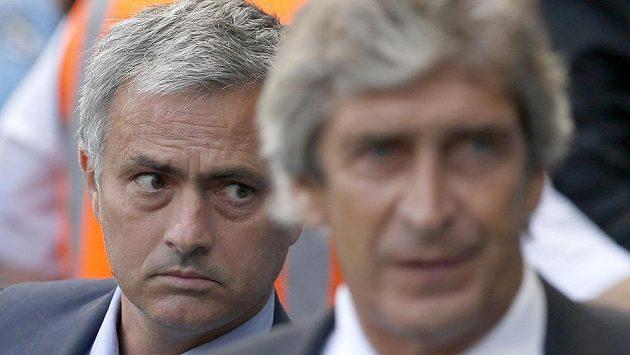 Trenér Chelsea José Mourinho (vlevo) a kouč Manchesteru City Manuel Pellegrini se v oblibě nemají.