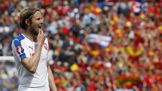 Český záložník Jaroslav Plašil po skončení utkání se Španělskem.