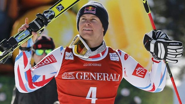 Francouz Alexis Pinturault slaví vítězství v obřím slalomu v Kranjské Goře.