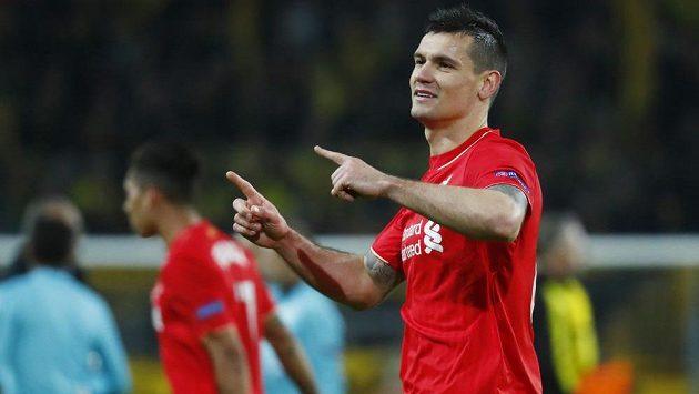 Chorvatský obránce Dejan Lovren ve službách Liverpoolu.