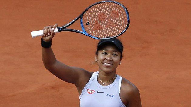 Japonka Naomi Ósakaová se raduje po výhře nad Slovenkou Annou Karolínou Schmiedlovou.