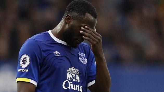 Kanonýr Romelu Lukaku neuvažuje o prodloužení smlouvy v Evertonu, ale zároveň odmítl rekordní nabídku Chelsea.