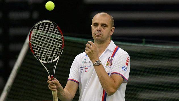 Kapitán Vladimír Šafařík na tréninku českého týmu před finále Davis Cupu v Bělehradu.
