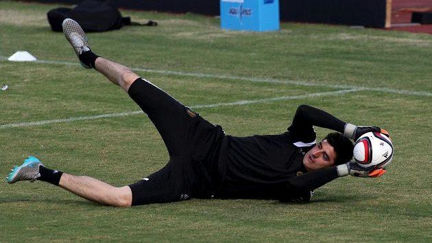 Belgický brankář Thibaut Courtois se zranil a Chelsea bude chybět minimálně dva měsíce.