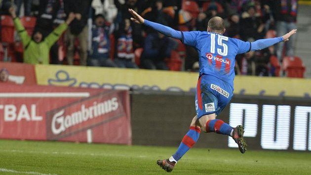 Plzeňský Michael Krmenčík se raduje z prvního gólu proti Jablonci.