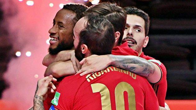 Radost portugalských futsalistů po vítězství ve finále MS.