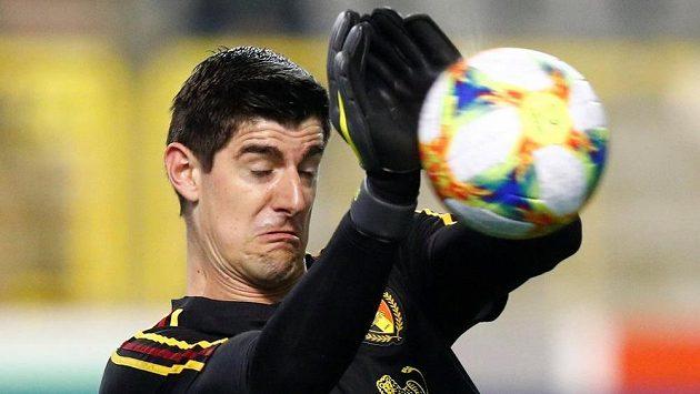 Thibaut Courtois během předzápasové rozcvičky na kvalifikační zápas na EURO 2020 mezi Belgií a Ruskem. V tu chvíli ještě nemohl tušit, jak svému týmu zavaří.