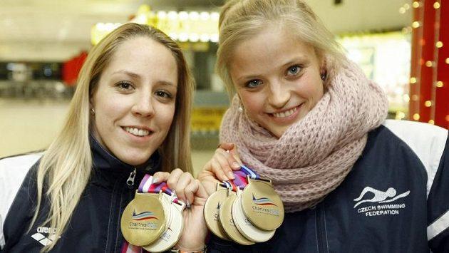 Sympatické blondýny Petra Chocová (vlevo) a Simona Baumrtová zářily už na ME ve Francii.