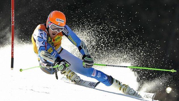 Americký lyžař Ted Ligety na svahu v Kranjska Gora.