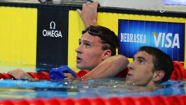 Zleva Ryan Lochte a Michael Phelps si zajistili účast na OH.
