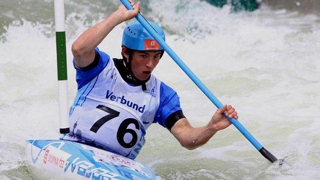 Vodní slalomář Jiří Prskavec při kvalifikační jízdě na ME ve Vídni.