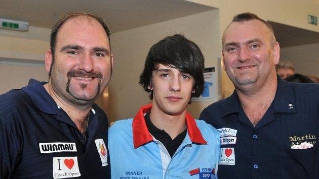 Zleva celkový vítěz Scott Waites z Anglie, vítěz juniorské kategorie Martin Šebesta a Martin Atkins z Anglie.