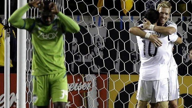 Robbie Keane se raduje z gólu do sítě Seattlu.
