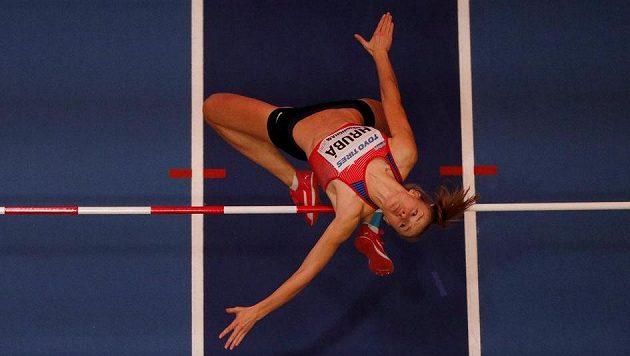Michaela Hrubá překonává laťku ve výšce 184 cm. Tento výkon jí stačil na dělené 10. místo.