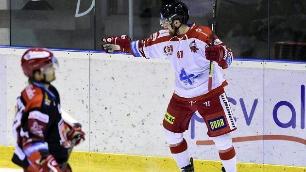 Pavel Musil z Olomouce se raduje z prvního gólu v utkání s Hradcem Králové.