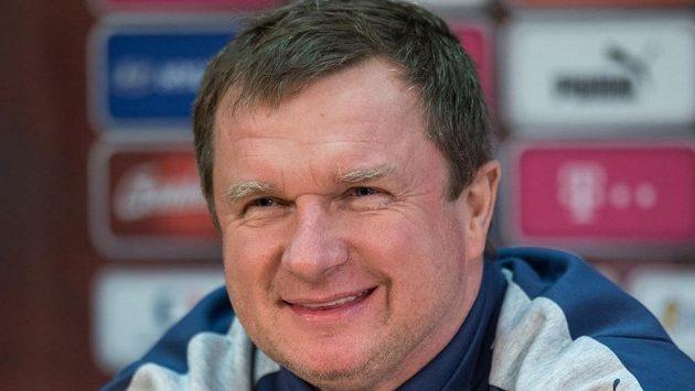 Trenér české reprezentace Pavel Vrba uvítal mladé členy ústecké akademie.