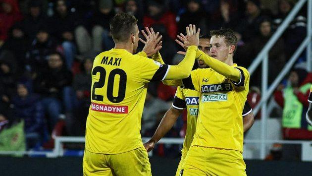 Jakub Jankto (vpravo) a jeho spoluhráč z Udine Maxi Lopez. Ilustrační foto.