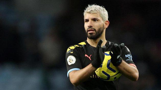 Argentinský fotbalista Sergio Agüero se díky hattricku v nedělním utkání s Aston Villou stal nejlepším střelcem mezi cizinci v anglické lize.