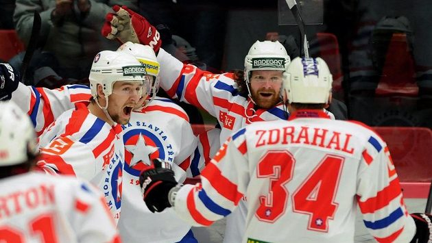 Hokejisté Třebíče se radují z gólu proti Českým Budějovicím v semifinále play off první ligy.