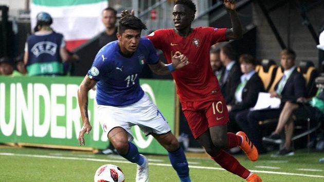 Osmnáctiletá hvězdička AC Milán Raoul Bellanova má pořádný průšvih poté, co se vyfotil po ligovém utkání s Cristianem Ronaldem.