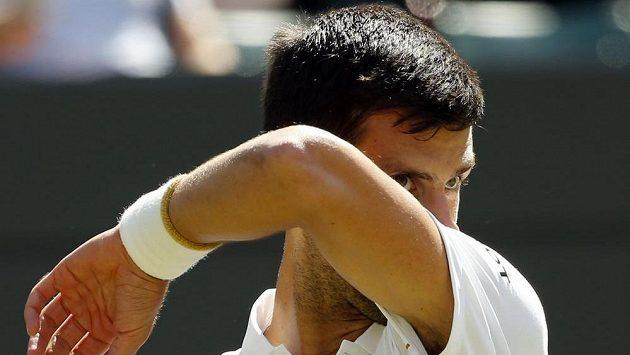 Srbský tenista Novak Djokovič titul ve Wimbledonu neobhájí.