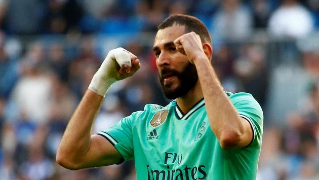 Karim Benzema z Realu Madrid oslavuje gól proti Espaňolu.