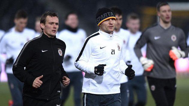Sparťanský útočník David Lafata (vpředu vpravo) během středečního tréninku před utkáním Evropské ligy s Young Boys Bern.